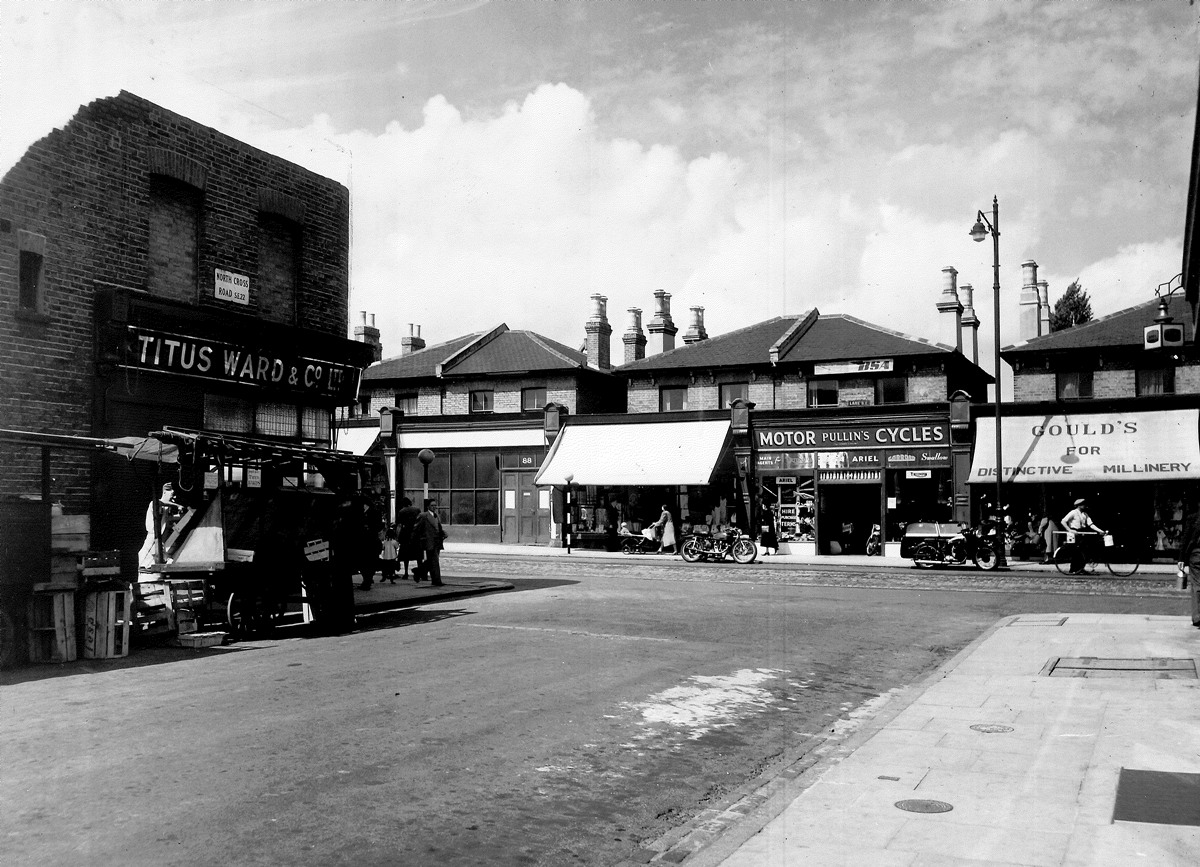 article thumb - View of the corner of Northcote Road and Lordship Lane, 1950